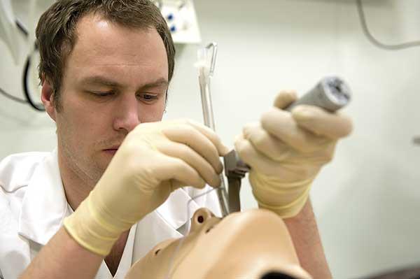 SimMan Laerdal intubación